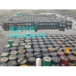 济宁忽悠危废经营许可证的废油回收单位    清理油罐