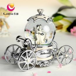 小车新娘水晶球音乐盒厂家