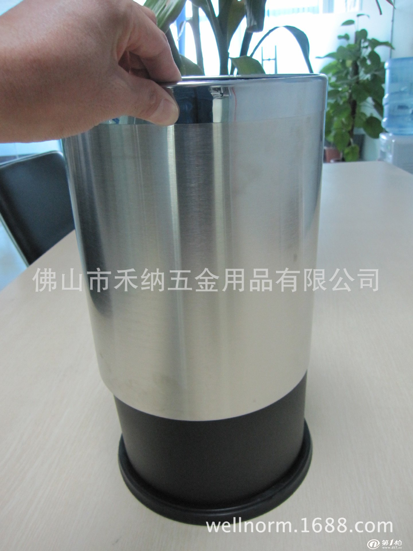 塑料桶 双层垃圾桶  产品详细介绍 复合型双层垃圾桶,内胆塑料,外层不
