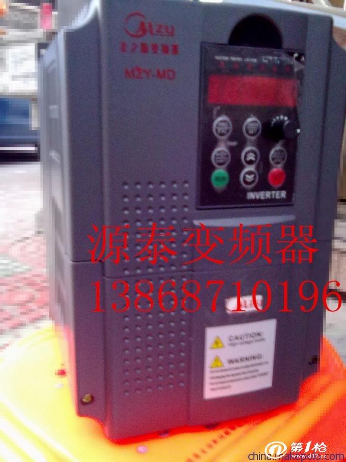 产品特点: 1、功率范围0.75kW~500kW 2、三种控制方式:无PG矢量控制(SVC)、V/F控制、转矩控制; 3、启动转矩:无PG矢量控制:0.5Hz/150%(SVC); 4、18.5kW~90kW变频器内置直流电抗器,提高输入侧功率因数,提高整机效率及稳定性; 5、1.5~15kW各规格内置制动单元,如需快速停车,可直接连接制动电阻; 6、16段简易PLC、多段速控制及PID控制; 7、支持多种频率设定方式:数字设定、模拟量设定、PID设定、通讯设定等; 8、支持启动、停机直流制动; 9、输入