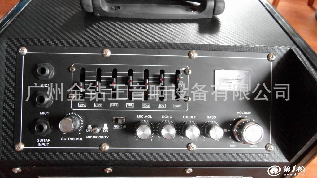 安装及使用说明: 1, 打开本机开关,插入音频信号源,调节音量旋钮至适当位置。 2, 若要使用麦克风时,正确连接至话筒接口,调节话筒音量及混响至适当位置,同时主音量高、低音量调节也可以调节话筒高低音量。 3, 在充电前:先打开本机开关,再插入220V 电源插头。 注意事项: 1, Q-9采用内置电瓶,内有自动保护电瓶功能,当电瓶用完电时,插入220V电源之前,一定要先打开电瓶开关,否则电路会自动保护即充电无效(正常充电电源指示灯亮红,蓝双色,电瓶充满时亮蓝灯。) 2, 充电时,为保证电瓶完全充满电,需8