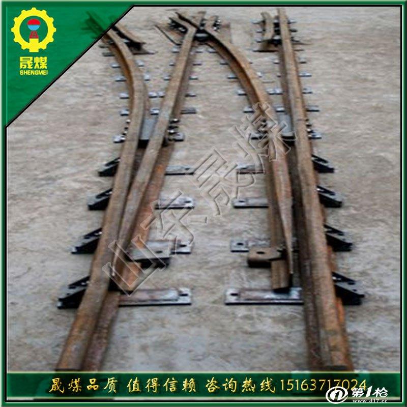 一、道岔跳线作用是何? 道岔跳线是为了延续轨道电路的,就是一根电缆。简单的说是:道岔区段和无岔区段轨道电路不同之处在于钢轨线路被分开产生分支,因此需要增加道岔绝缘和道岔跳线。 道岔绝缘是保证轨道电路不短路,而道岔跳线是在道岔的位置用电缆连接钢轨与道岔,保证形成完整的轨道电路,保证能检测轨道占用的设备。 二、常规使用的道岔跳线具体规格如下: (1.