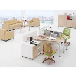 公司年轻员工胶版材质办公桌椅