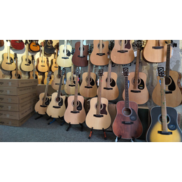 广州多单板吉他卖的琴行 saga萨伽 艾瑞达 雅依利吉他专卖