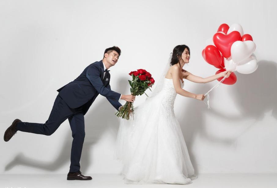 结婚新郎礼服怎么选?
