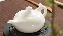 用這么美的茶具喝茶,連水都是甜的。