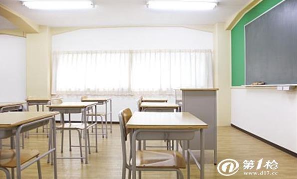 高中和小学竟然使用同样高度的课桌椅