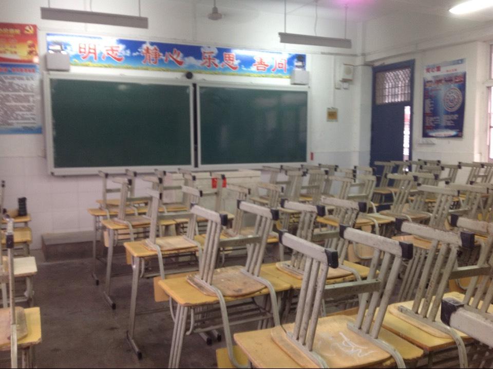 教室桌椅布置要求
