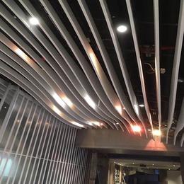 供应KTV吊顶 白色弧形铝方通 弧形铝格栅