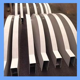 供应白色弧形铝方通 白色弧形铝格栅 造型铝方通