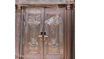 如何清理铜门上的粘胶