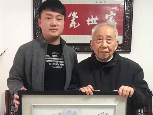 景盛瓷业总经理与中国工艺美术大师王锡良老师的合影