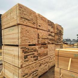 建筑木方货源充足 材质过硬 新鲜木材 根根好用
