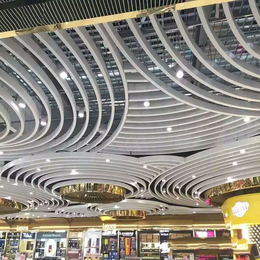 供应白色弧形铝方通 弧形铝格栅吊顶 波浪形铝格栅天花