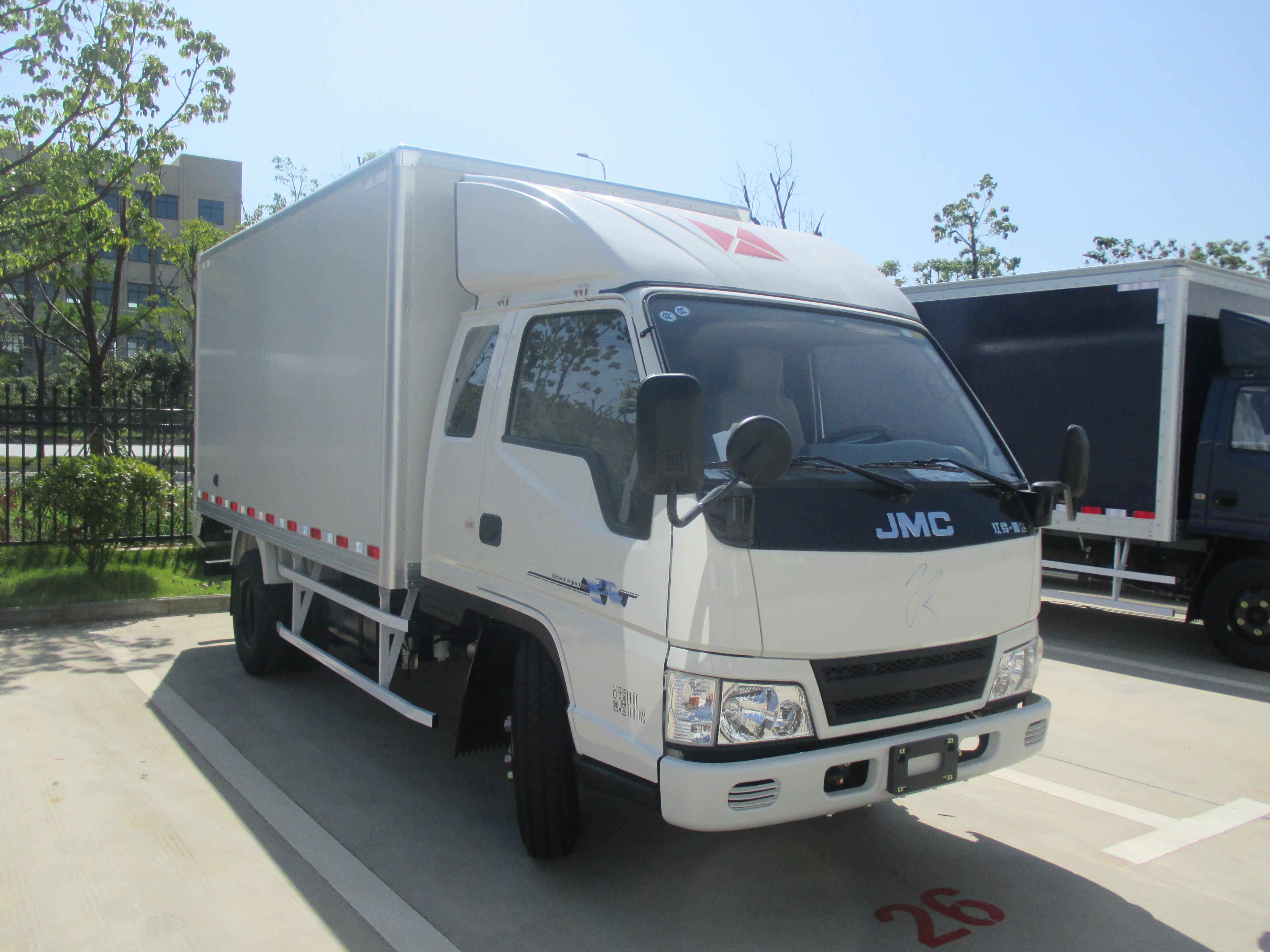 新顺达万博官网网页版加宽加高彩钢板厢式运输车