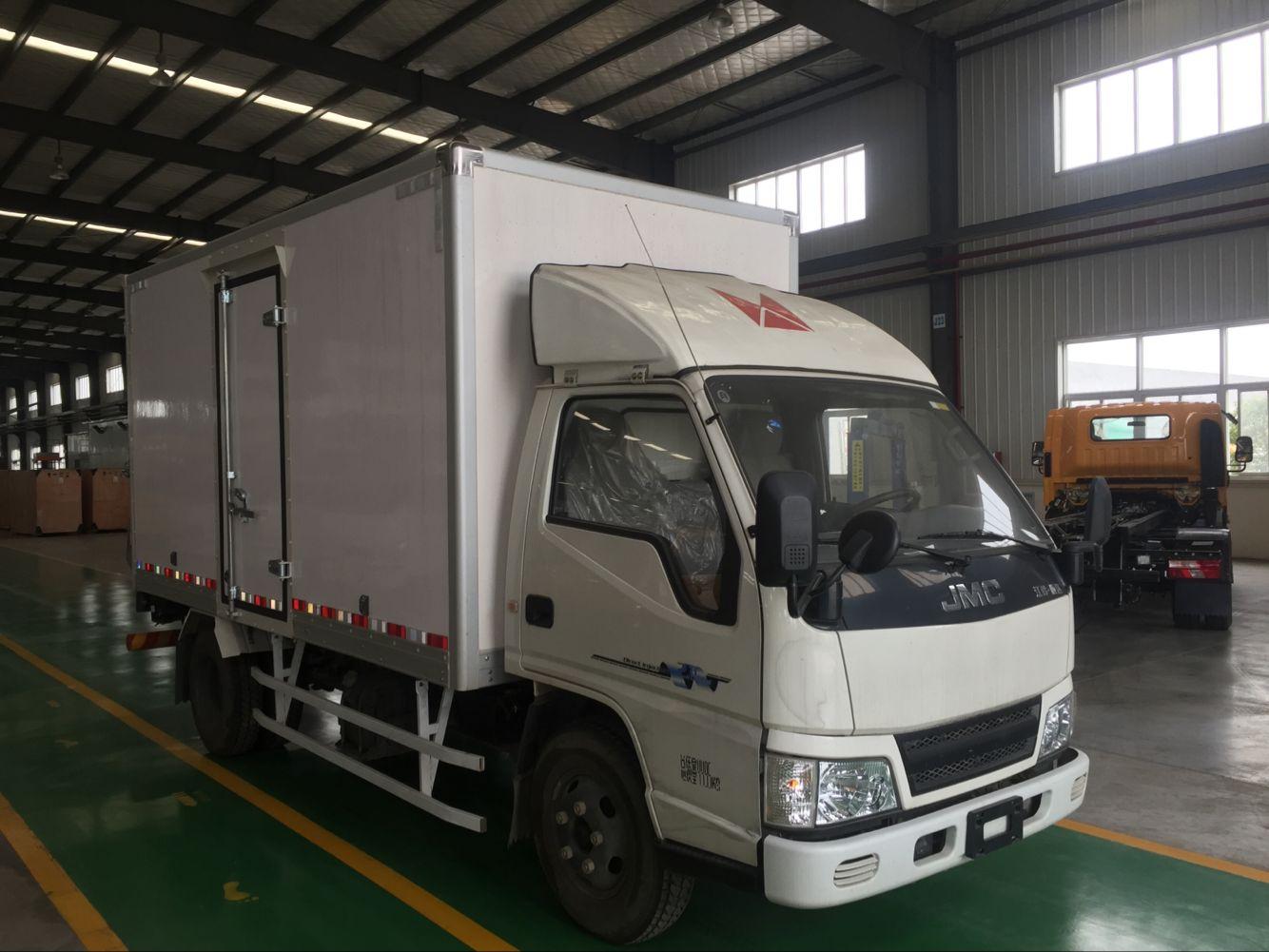 新顺达万博官网网页版带液压尾板干货板厢式运输车