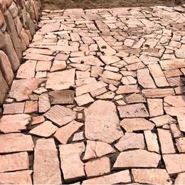 粉红色不规则铺地墙面石板 粉砂岩乱形碎拼冰裂石 景观垒墙片石