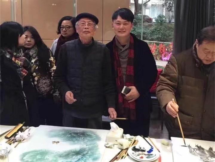 景盛瓷业总经理与中国陶瓷艺术大师戚培才老师的合影