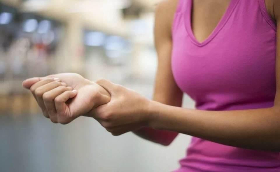 如何有效的在练习瑜伽的时候避免手腕的弄伤