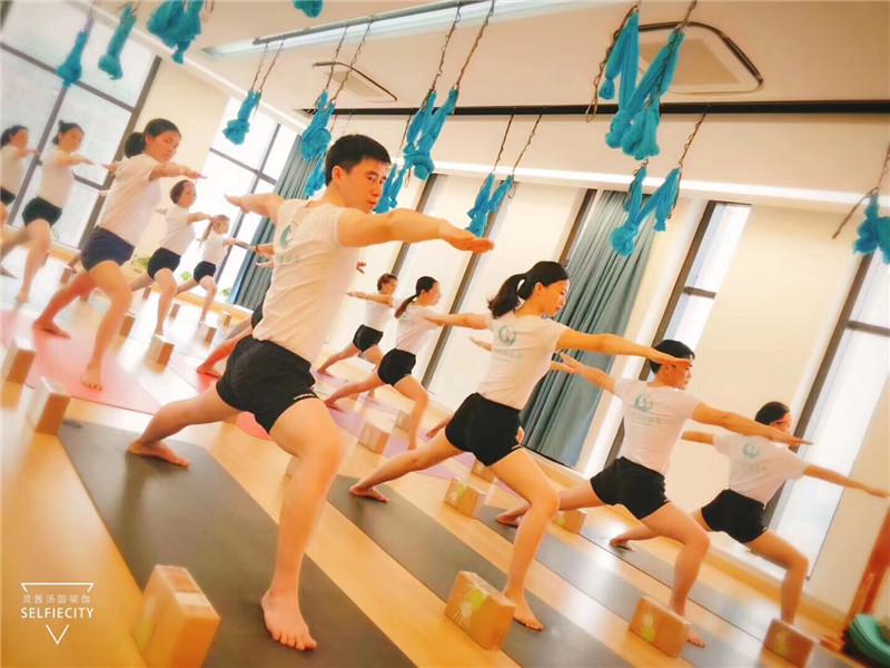 7瑜伽姿势锻炼核心的所有部分